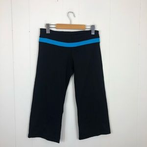 Lululemon Black Blue Reversible Groove Crop Sz 6